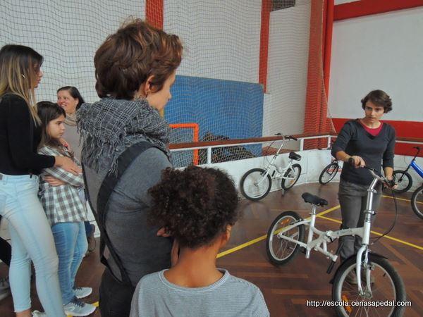 Vamos aprender ou reaprender a andar de bicicleta? A Cenas a Pedal oferece uma aula de bicicleta experimental no seu novo pólo de Oeiras. Aproveita!