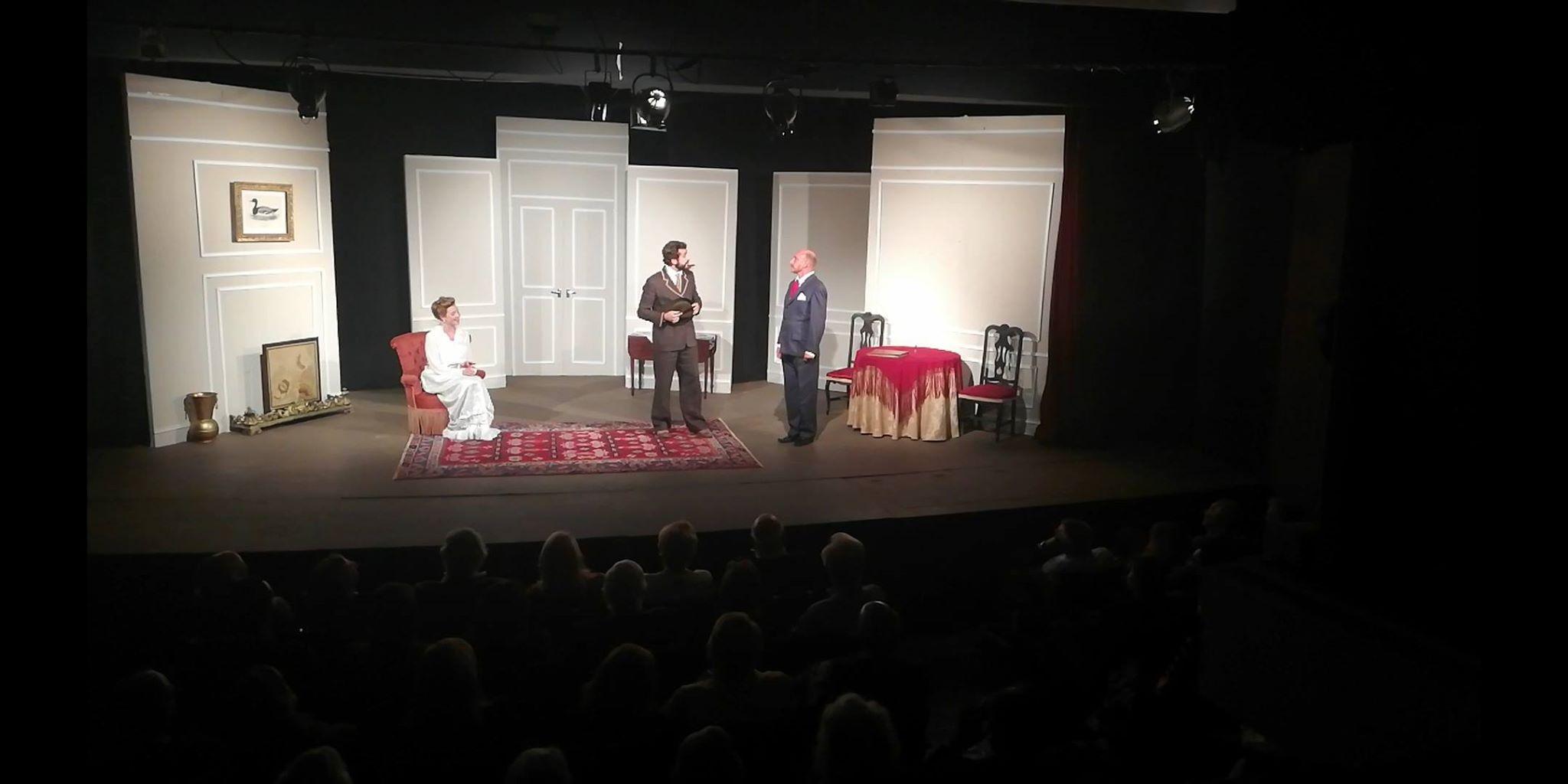 """""""The Sitting Duck"""" by The Lisbon Players. Até 10 de Novembrono Teatro Estrela Hall em Campo de Ourique."""